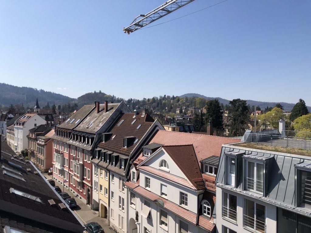 Ausblick vom Dach der Kirchstrasse im Stadtteil Wiehre in Freiburg